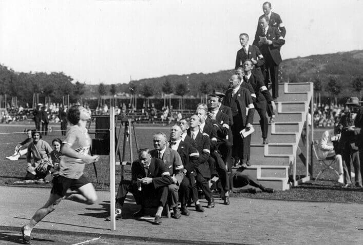 Photo of athlete crossing finish line at 1926 Ladies' Olympics